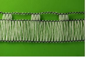 Mezgimo mašinų pagalba gaminame fasoninius verpalus, apmegztus siūlus, megztas juosteles.